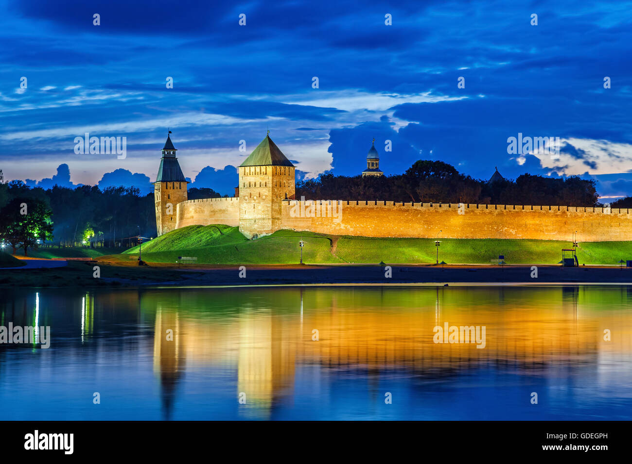 Wall and towers of Novgorod Veliky kremlin, view from opposite side of river Volkhov, Russia - Stock Image
