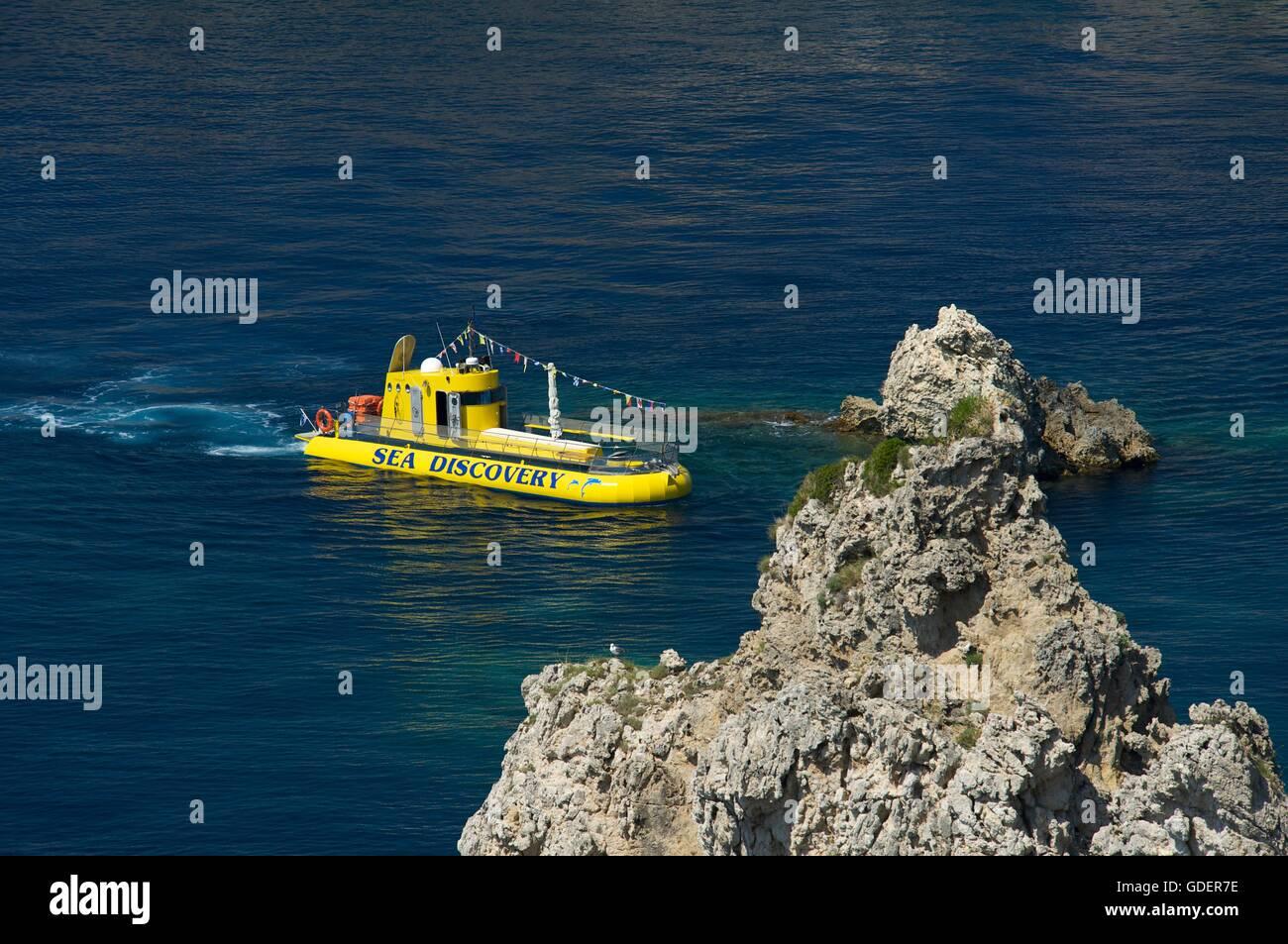Excursion submarine in tne Bay of Paleokastritsa, Korfu, Corfu, Ionian Islands, Greece - Stock Image