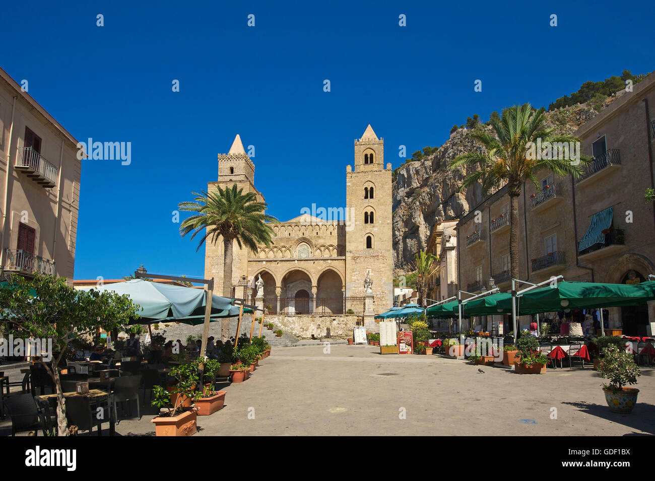 Cathedral San Salvatore, Piazza Duomo in Cefalu, Sicily, Italy - Stock Image