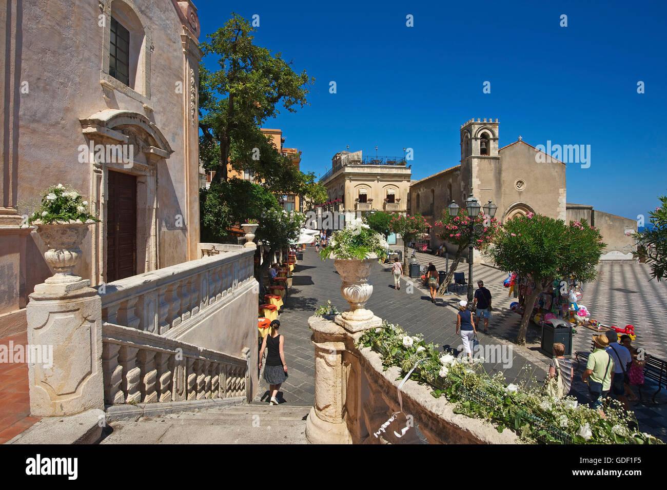 Blick auf die Piazza IX. Aprile, Taromina, Sizilien, Italien - Stock Image