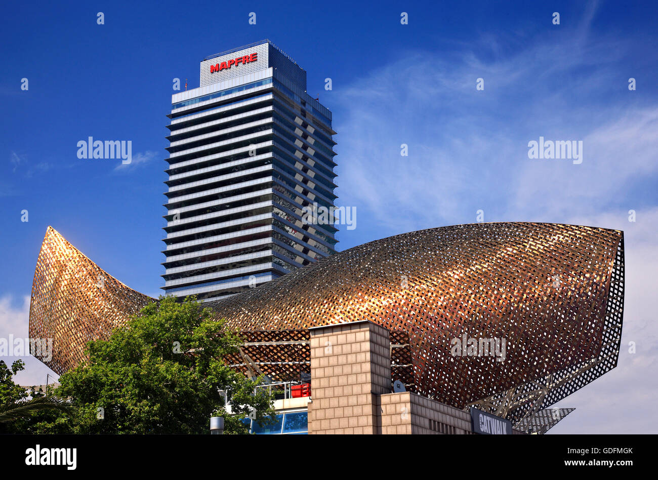 The 'Fish' ('Peix') by Frank Gehry, close to the Olympic port of Barcelona, Catalonia, Spain. - Stock Image
