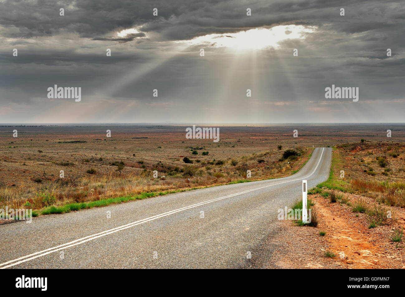It seems to be the road to nowhere, but it is the road to Mundi Mundi Plain. - Stock Image