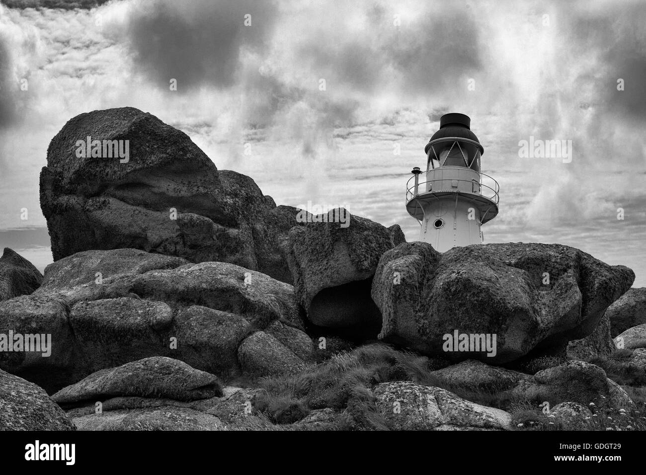 Peninnis Head lighthouse, St. Mary's, Isles of Scilly, UK.  Black and white version - Stock Image