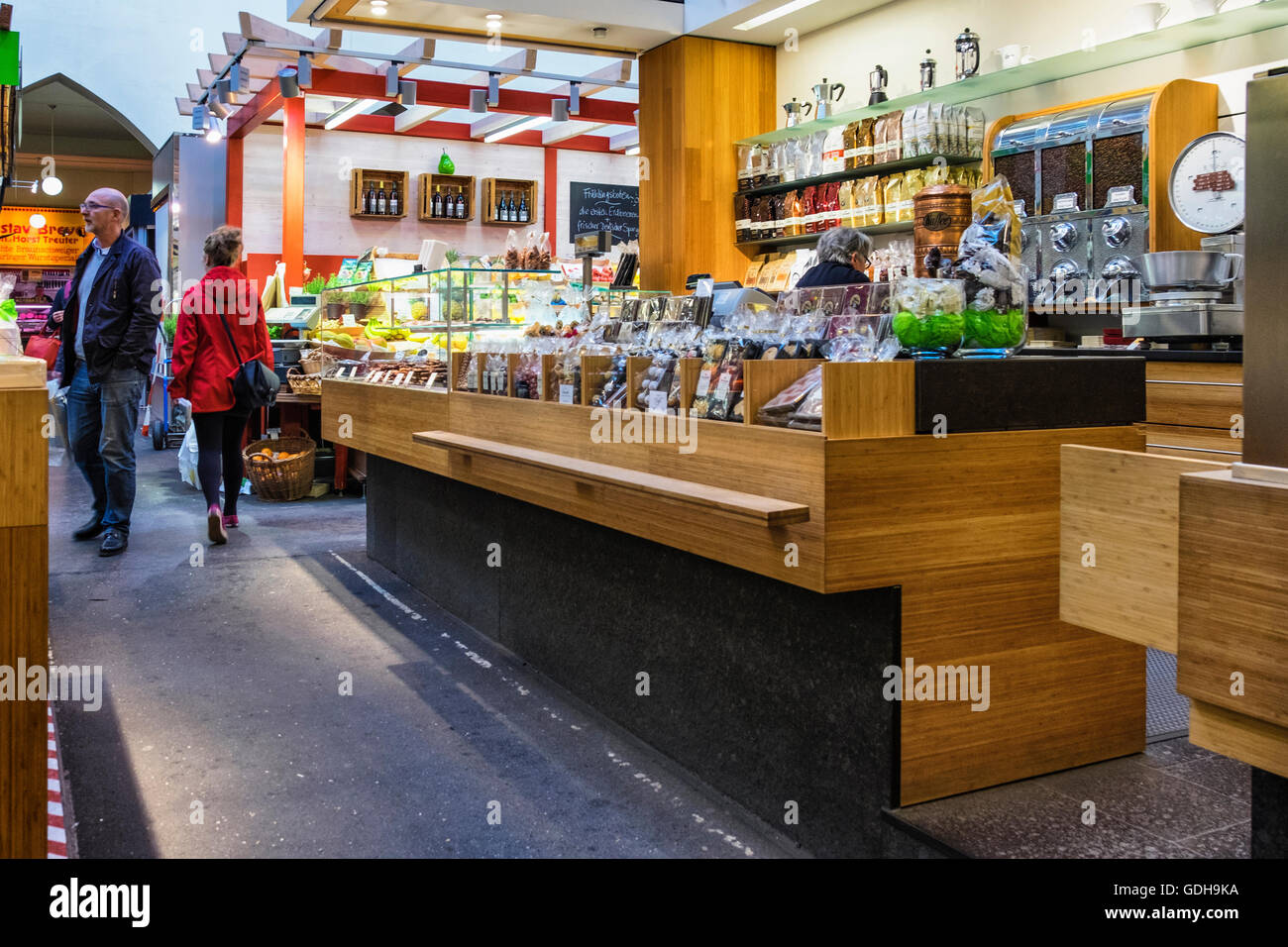 Germany, Stuttgart, Markthalle. Old market hall with stalls and shoppers - Stock Image