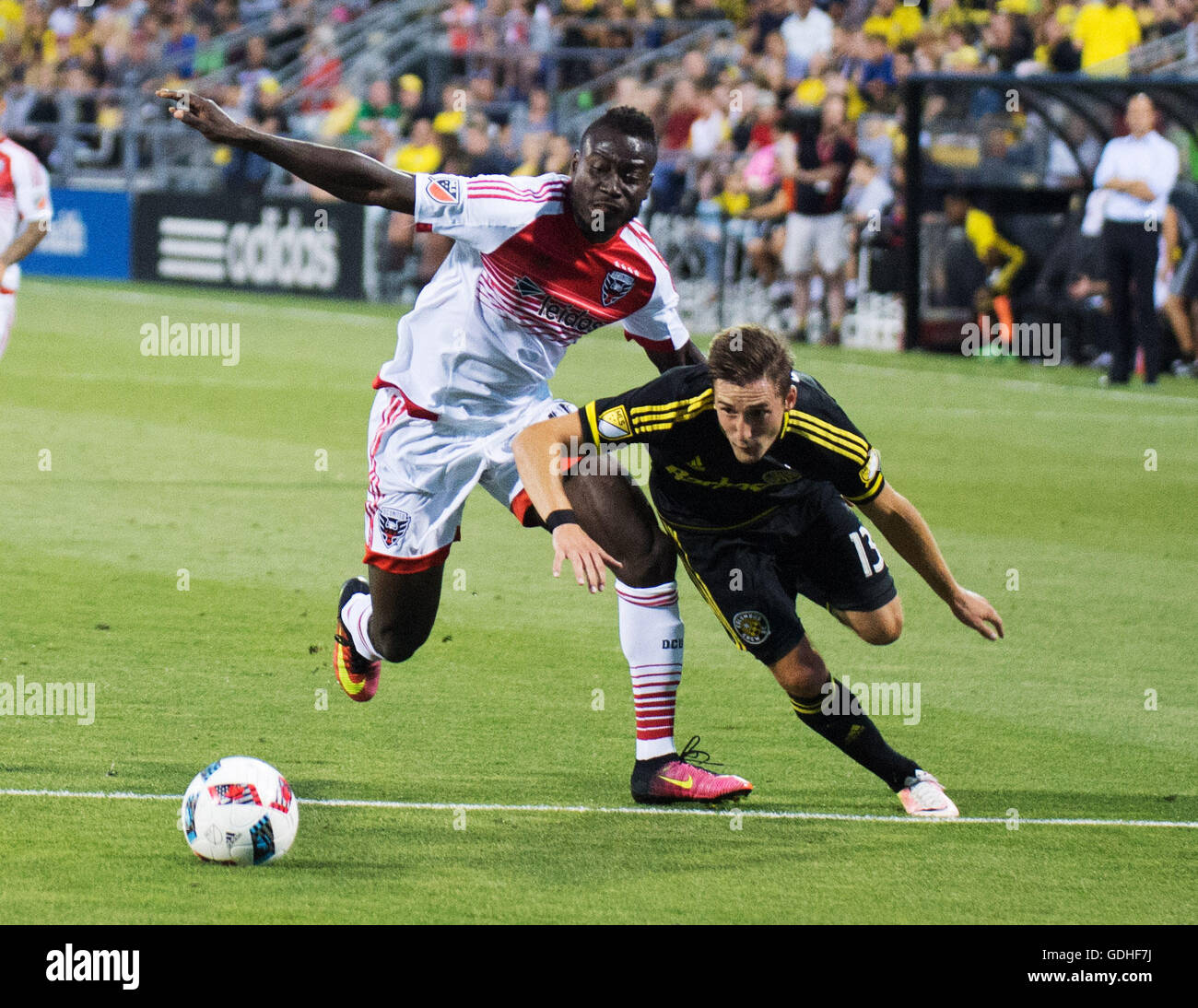 Columbus, U.S.A. 16th July, 2016. July 16, 2016: Columbus Crew SC midfielder Ethan Finlay (13) and D.C. United forward - Stock Image