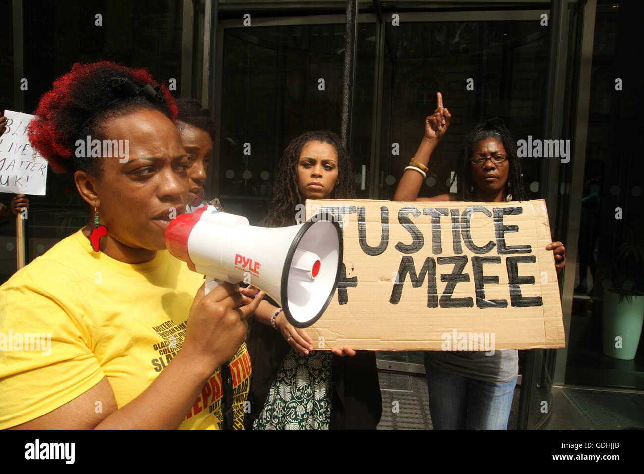 London, UK. 17th July, 2016: Black Lives Matter protesters seen outside the IPCC headquarters in Holbon during - Stock Image