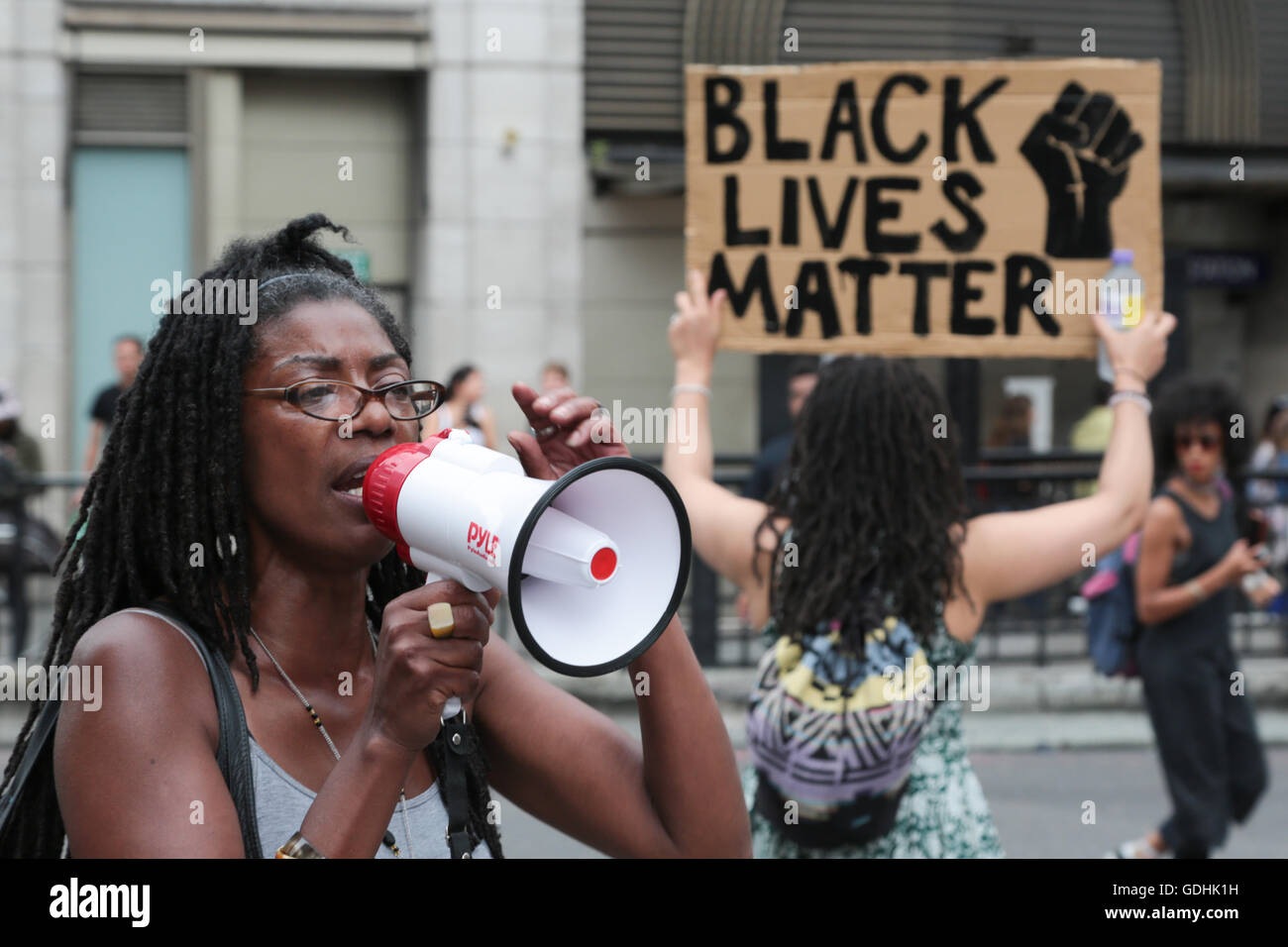 London, UK. 17th July, 2016. Marcia Riggs who, s brother Sean Riggs died in police custody and supporters with banners - Stock Image