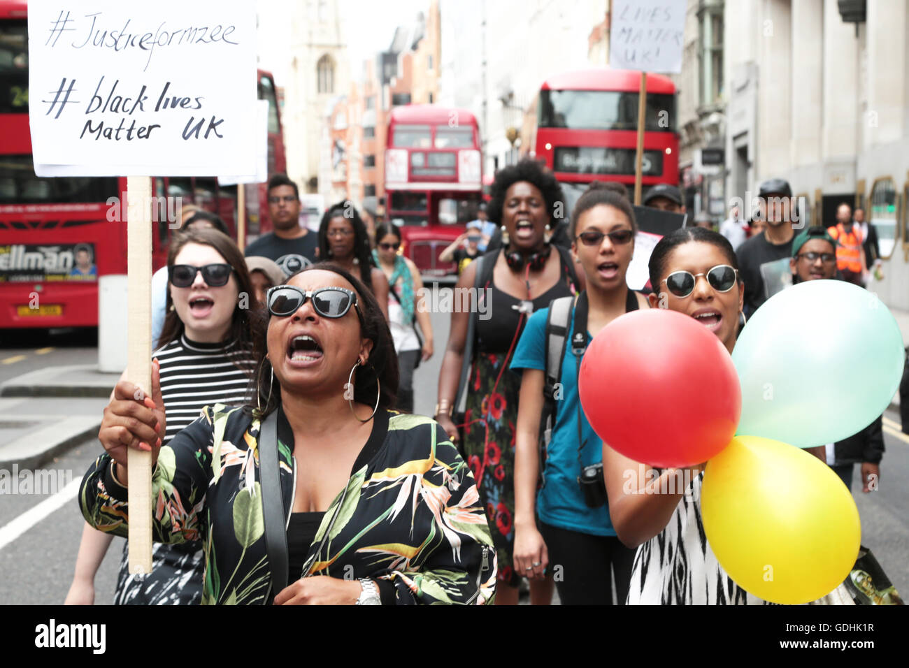 London, UK. 17th July, 2016. Family friend Ava Morgan (L) and supporters with banners and placards march from oxford - Stock Image