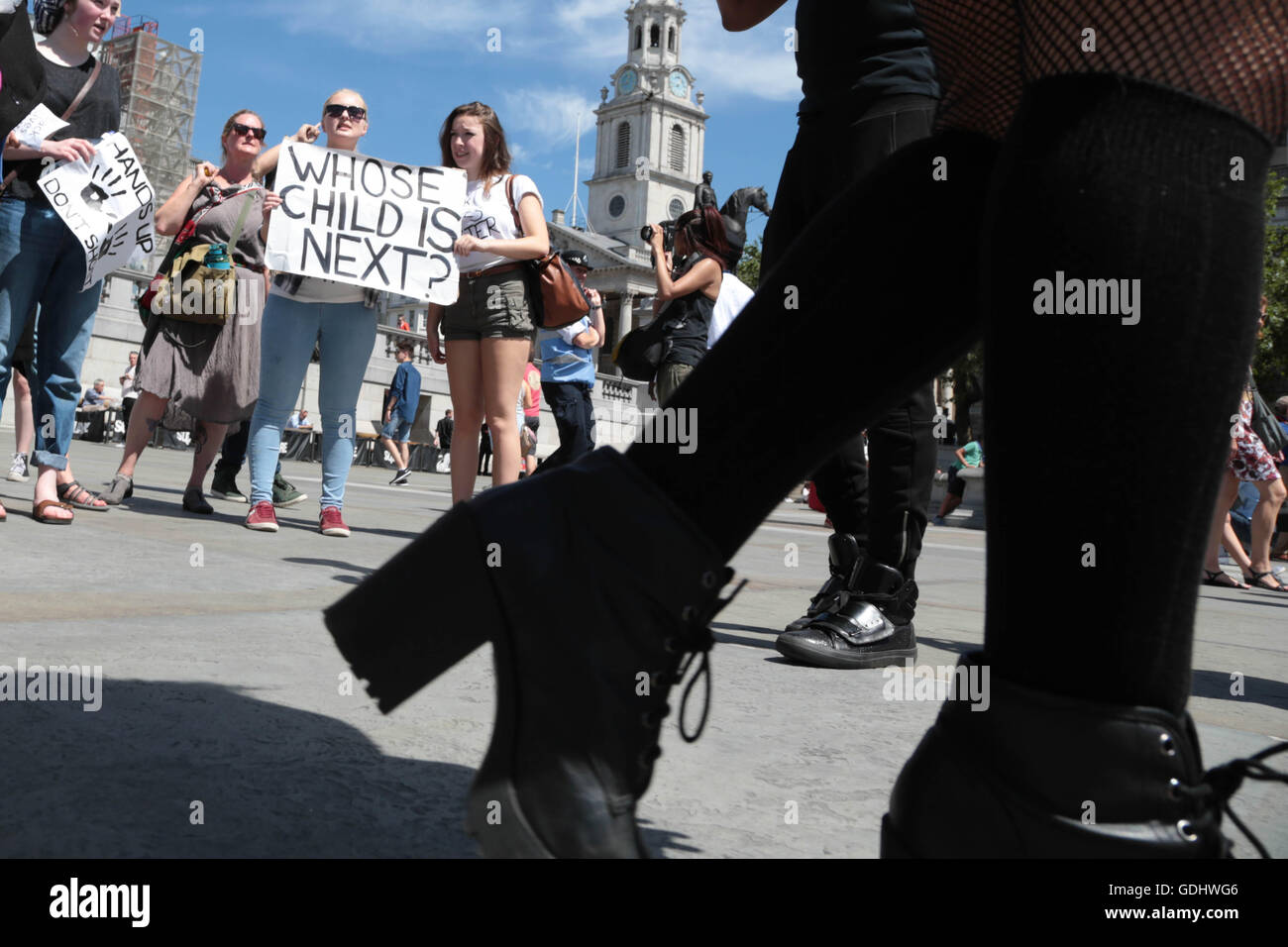 London, UK. 18th July, 2016. Demonstrators protest in Trafalgar square at the shooting of African Americans by U.S - Stock Image