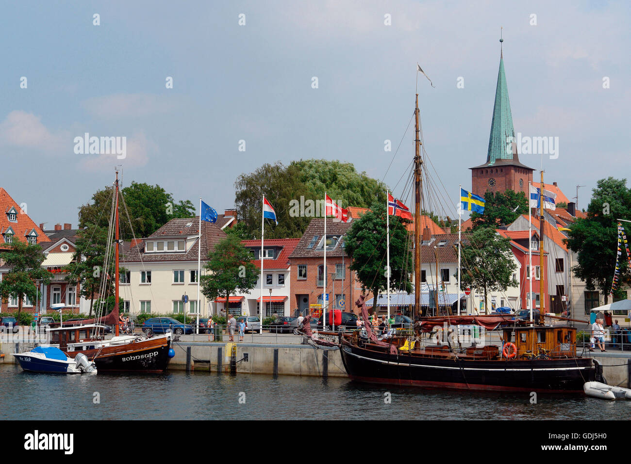 geography / travel, Germany, Schleswig-Holstein, Neustadt, old coastal sailing-vessels at the pier, town at rear - Stock Image