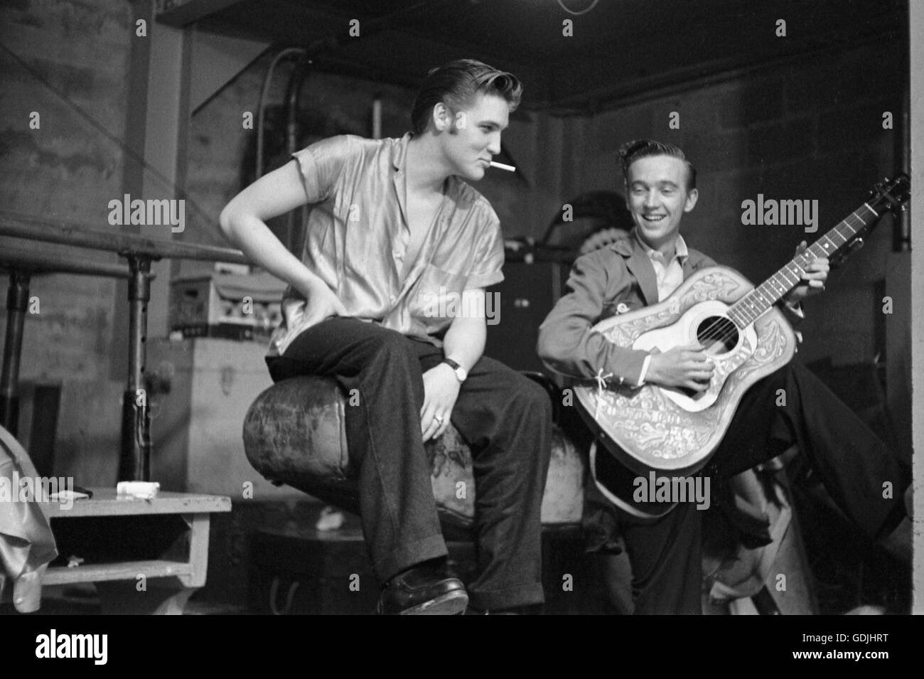 Elvis Presley and his cousin Gene Smith, backstage at the University of Dayton Fieldhouse, May 27, 1956. - Stock Image