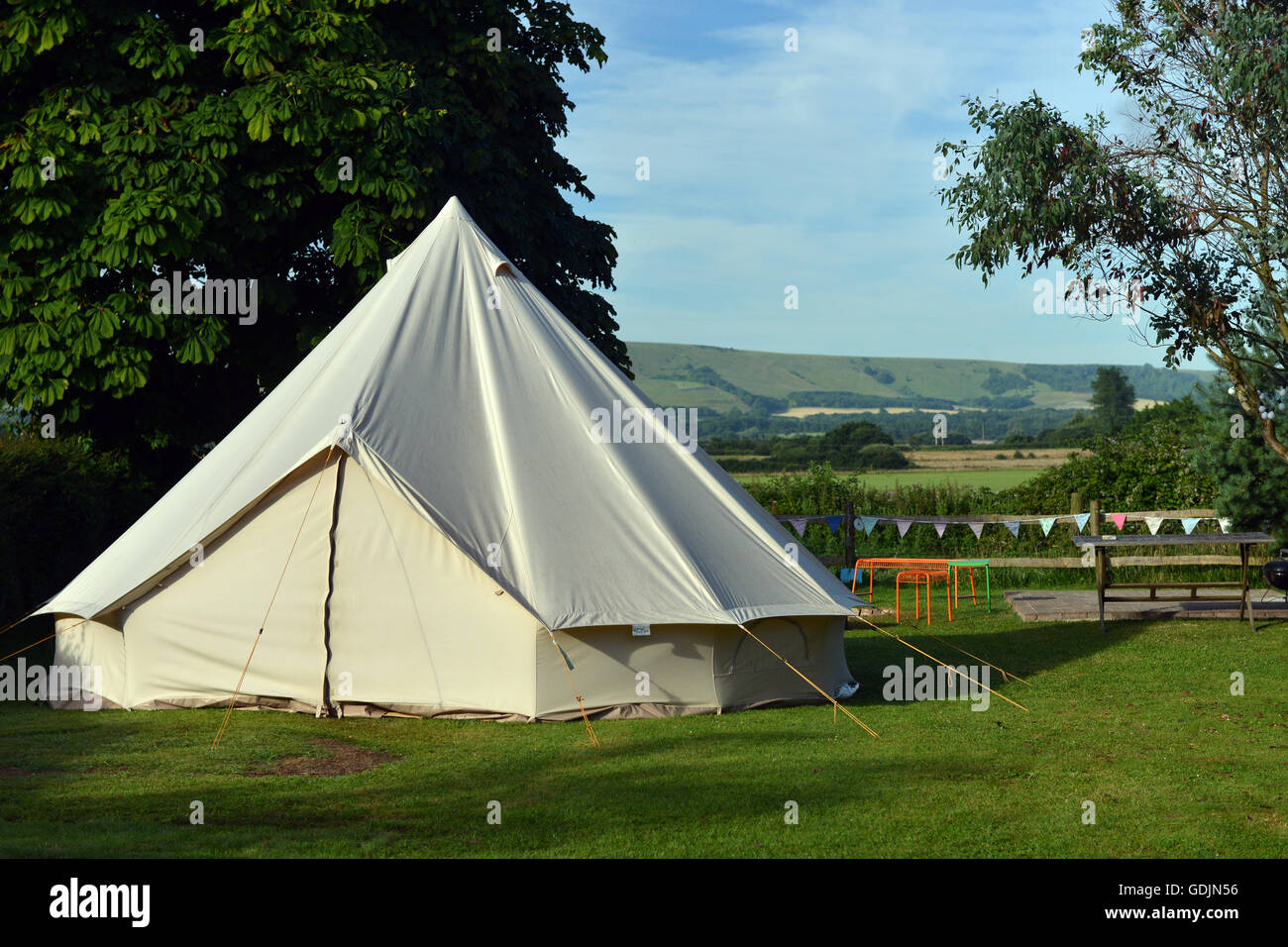 Canvas bell tent in English countryside (East Sussex) - Stock Image