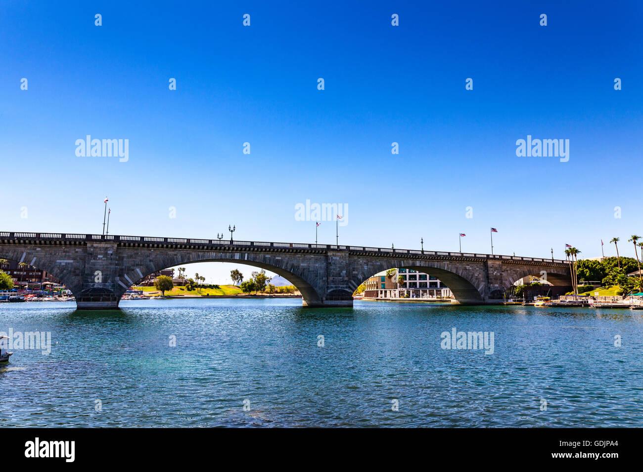 London Bridge In Lake Havasu City Arizona A Popular Party Place On Stock Photo Alamy