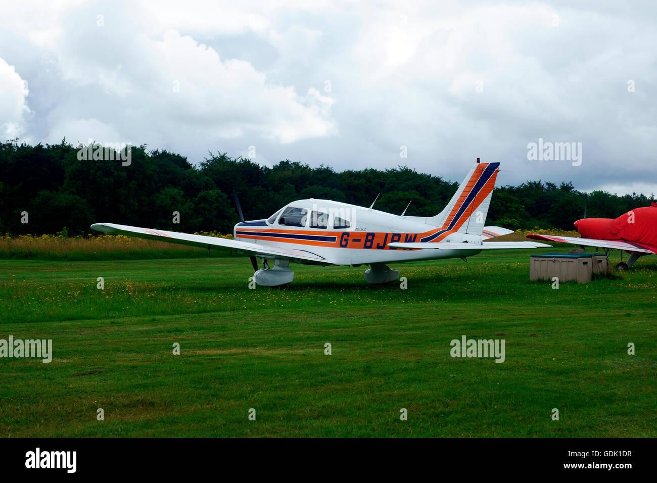 PIPER PA-28-161 CHEROKEE WARRIOR II G-BJBW (N2913Z) - Stock Image