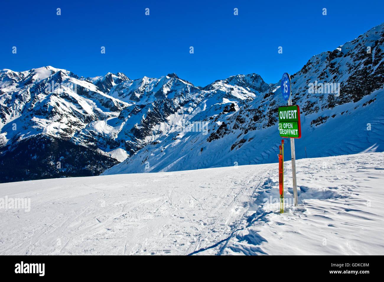 Open, sign on ski slope, pisted run, Les Contamines-Montjoie ski resort, Haute-Savoie, France - Stock Image