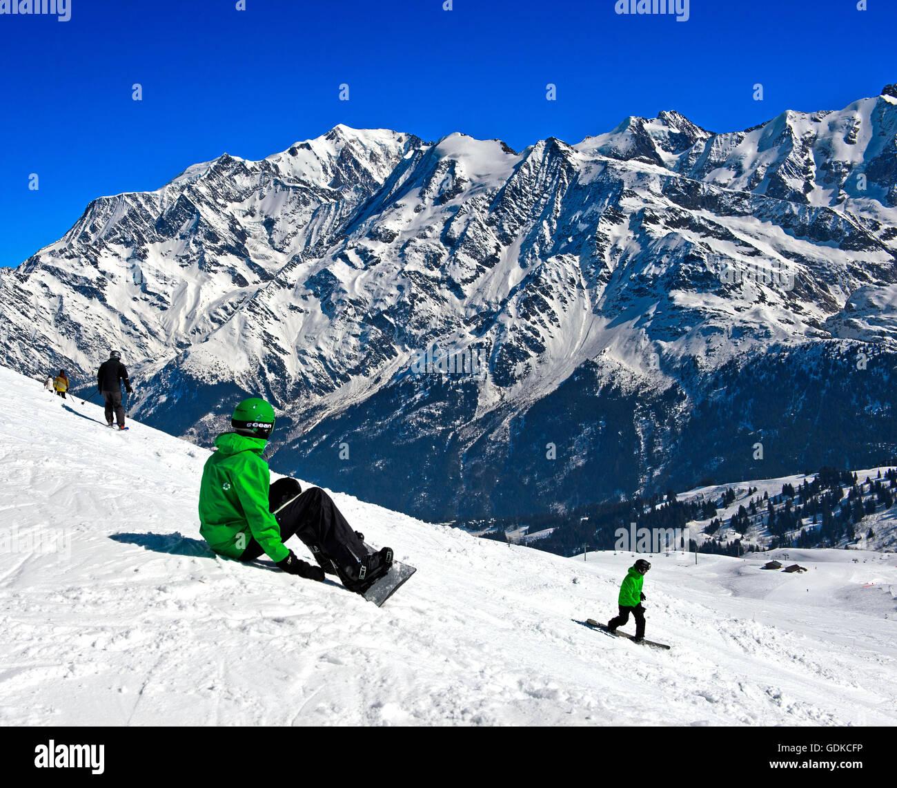 Snowboarder at Les Contamines-Montjoie ski resort, Haute-Savoie, France - Stock Image