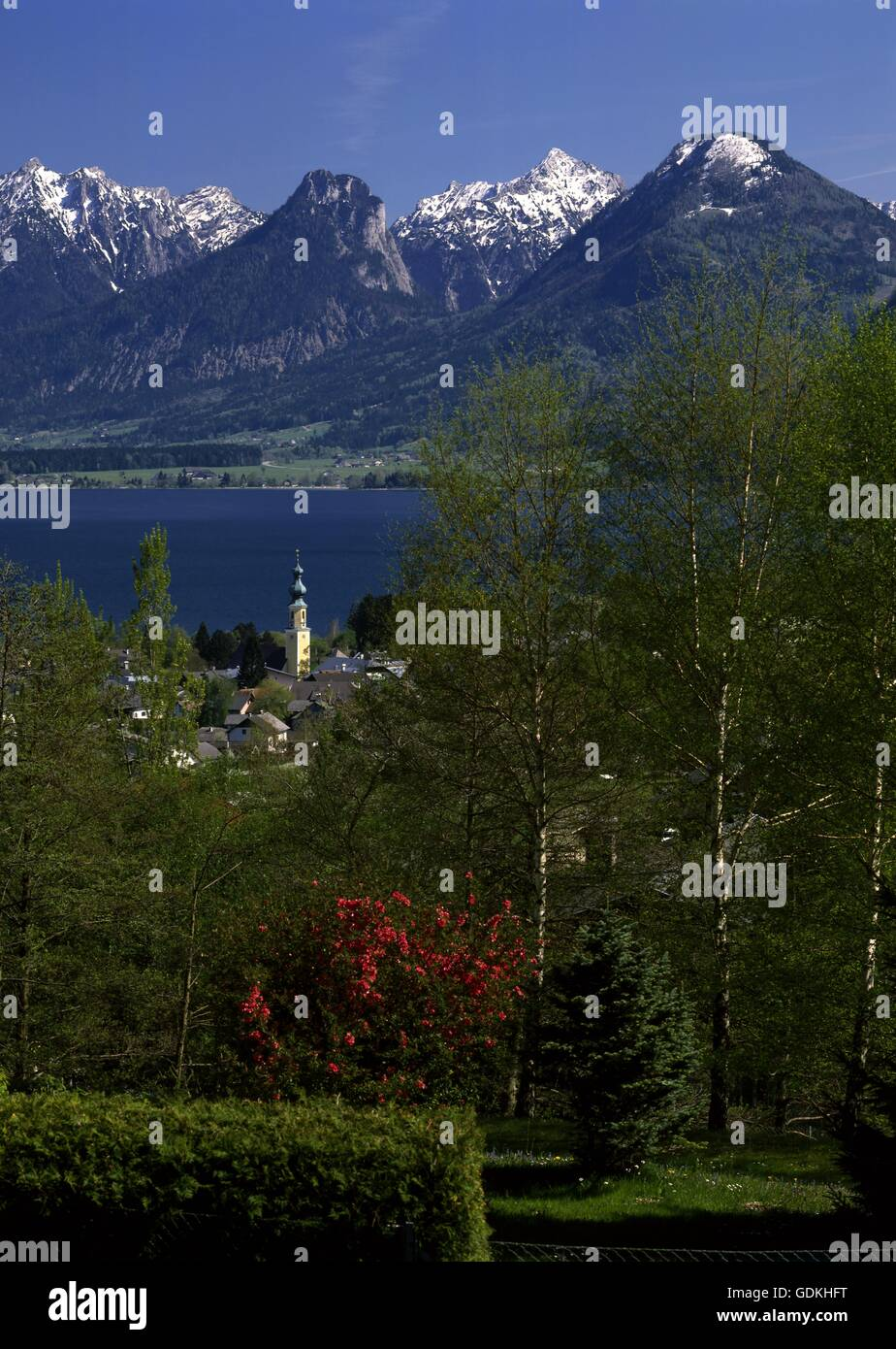 geography / travel, Austria, Salzburg, Sankt Gilgen, city view / city views, view towards the municipality at Wolfgangsee - Stock Image