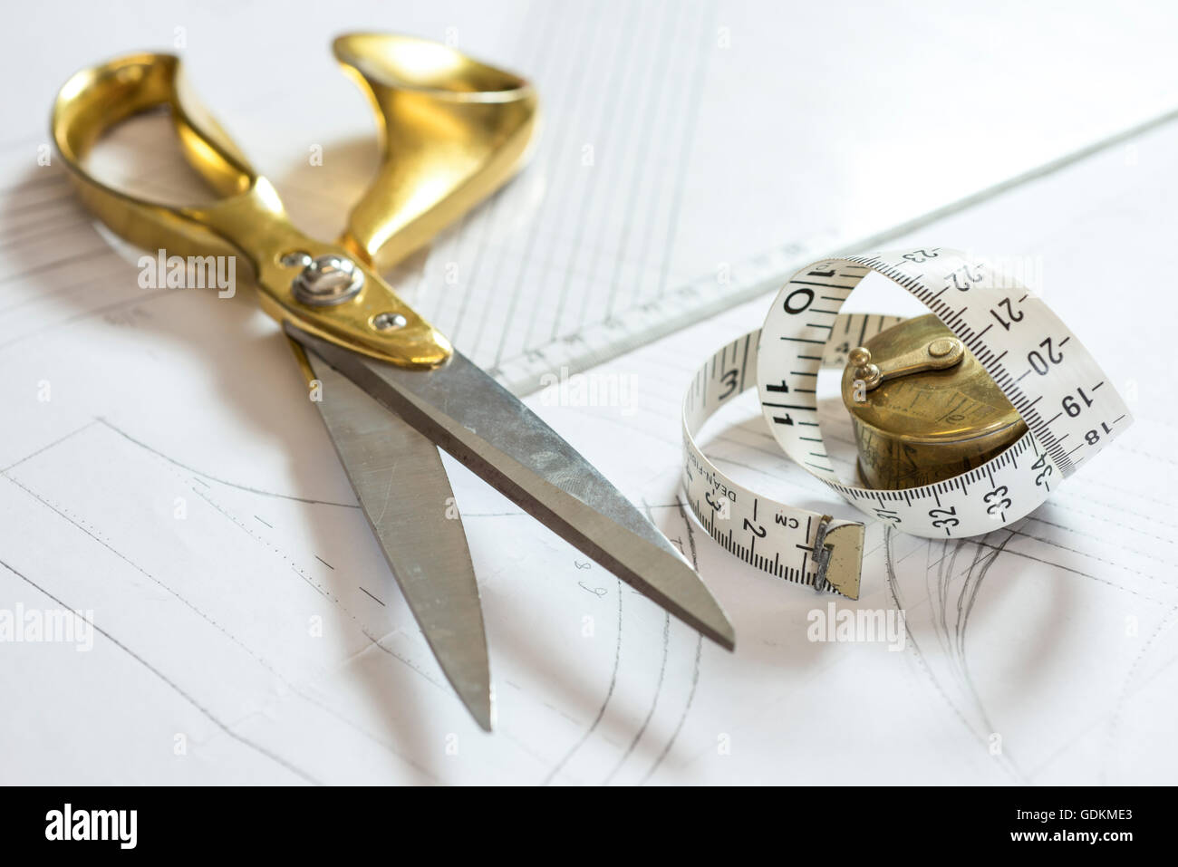 Scissors Tape Measure Stock Photos & Scissors Tape Measure ...