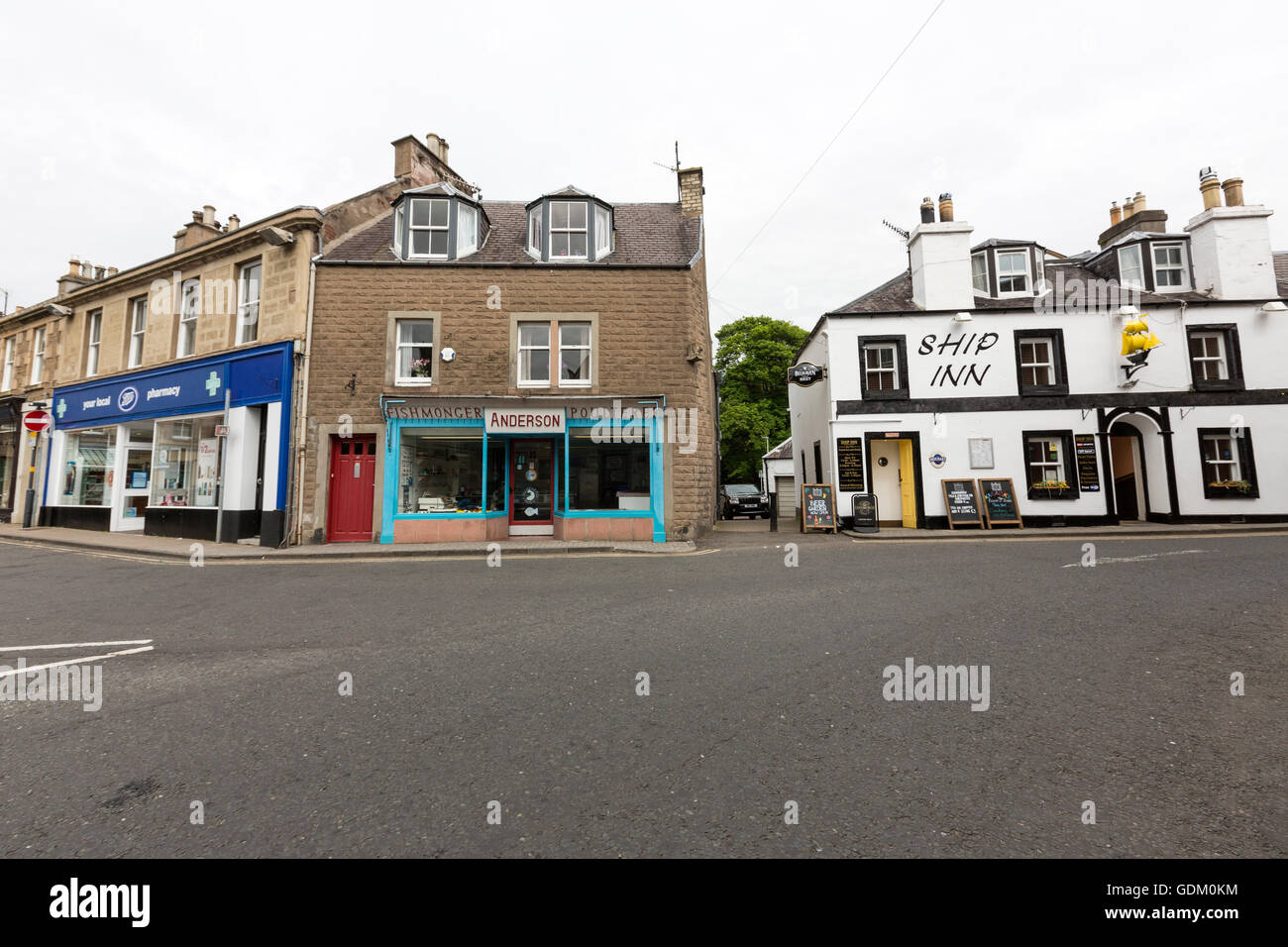 Melrose street with the Ship Inn pub , Scottish Borders, Scotland, UK - Stock Image