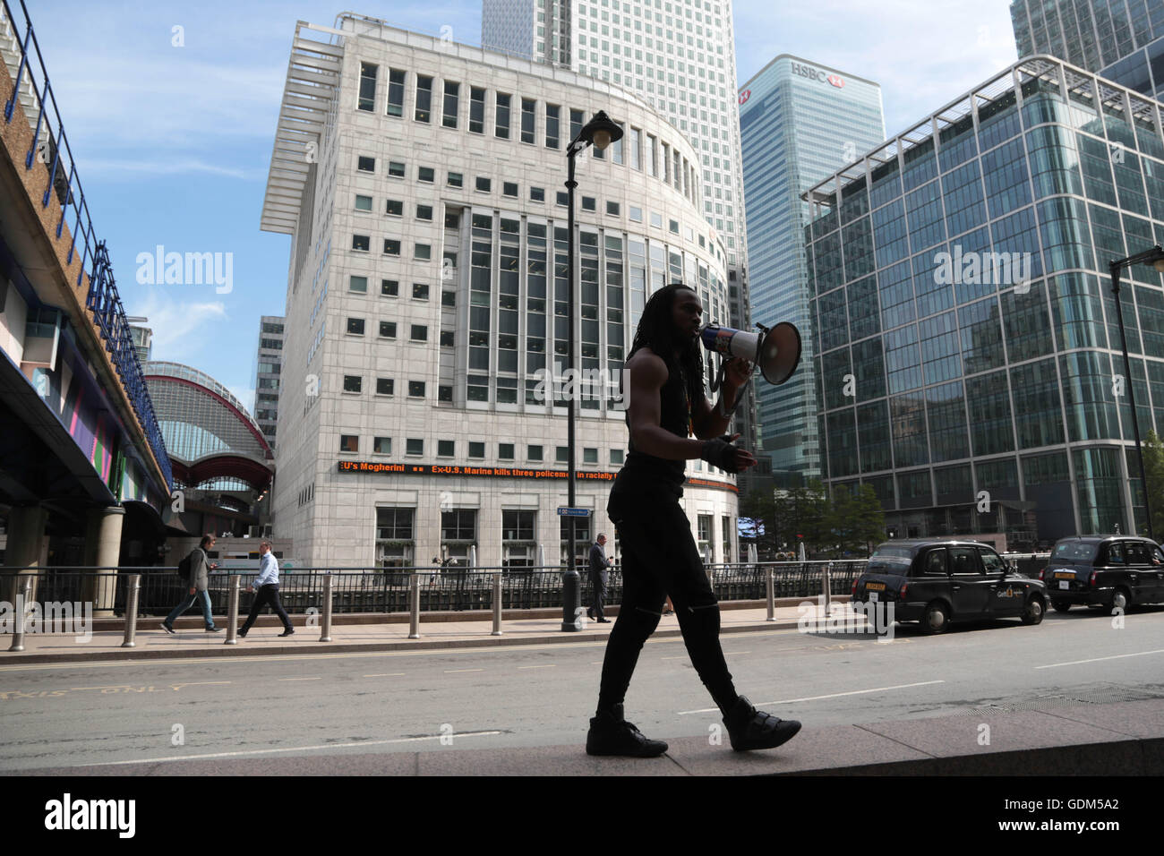 London, UK. 18th July, 2016. Demonstrators protest in Canary Wharf at the shooting of African Americans by U.S police - Stock Image