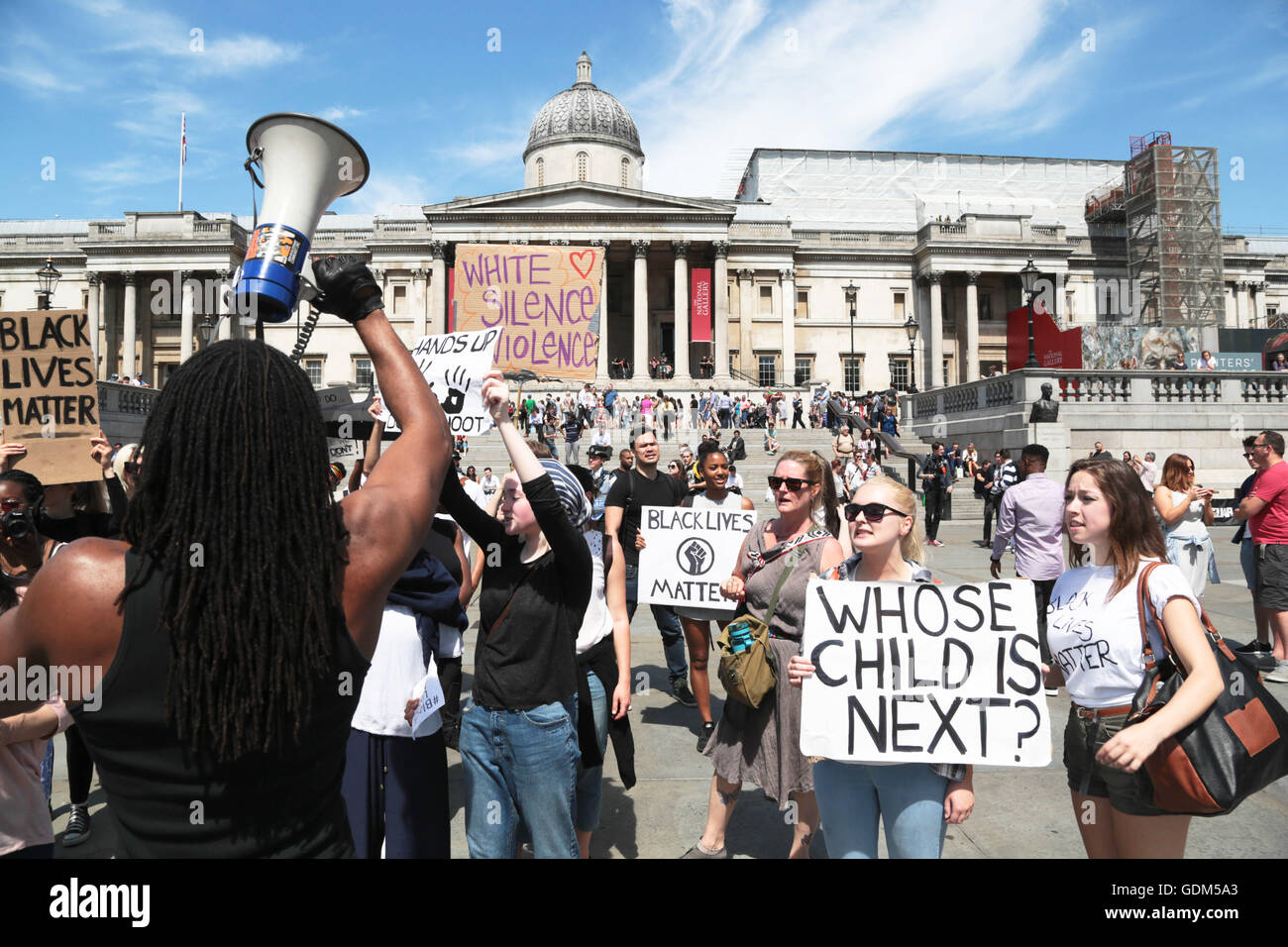 London, UK. 18th July, 2016. Demonstrators protest in trafalgar square at the shooting of African Americans and - Stock Image