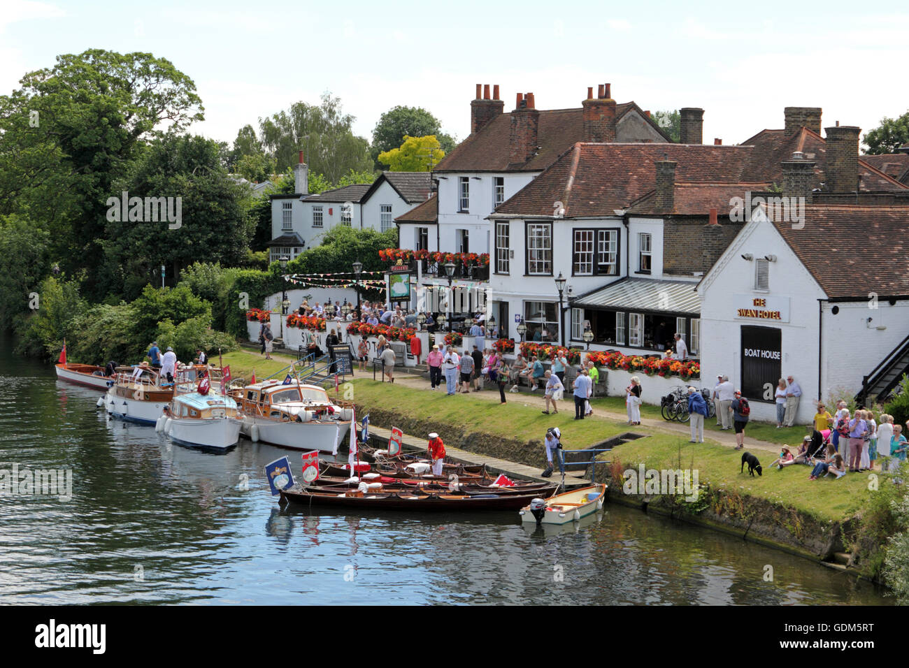 Staines-Upon-Thames, Surrey, UK. 18th July, 2016. On the First Day of Swan Upping 2016, the swan uppers gather outside - Stock Image