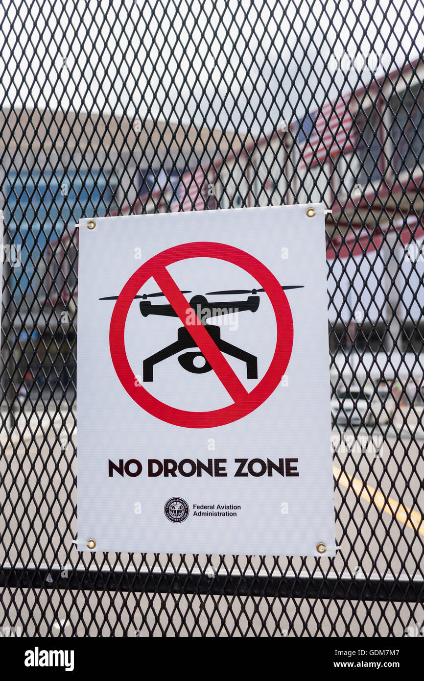Cleveland, Ohio, USA. 18th July, 2016. A sign forbidding drone aircraft from the exclusion zone around the Republican - Stock Image