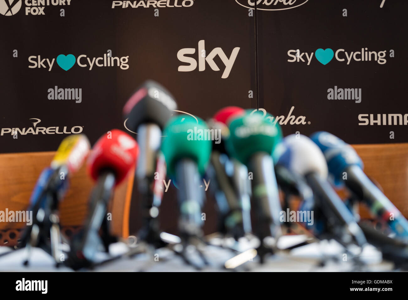 c8.alamy.com/comp/GDMABX/hilterfingen-switzerland-19th-july-2016-at-the-team-sky-press-conference-GDMABX.jpg