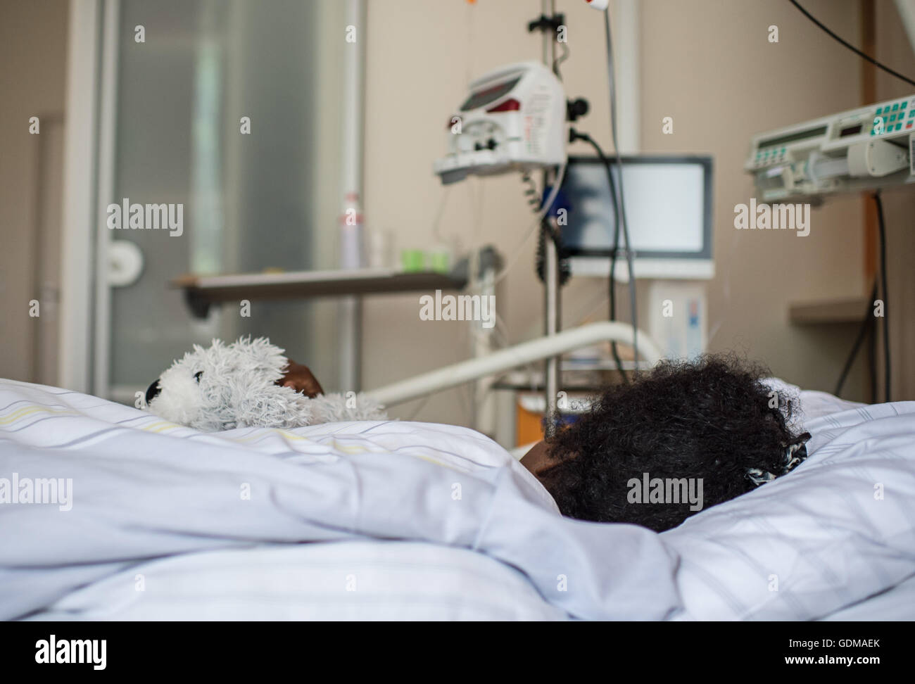 Berlin, Germany. 18th July, 2016. 19-year-old Deqo (name changed) from Somalia lies in her bed in the Waldfriede - Stock Image