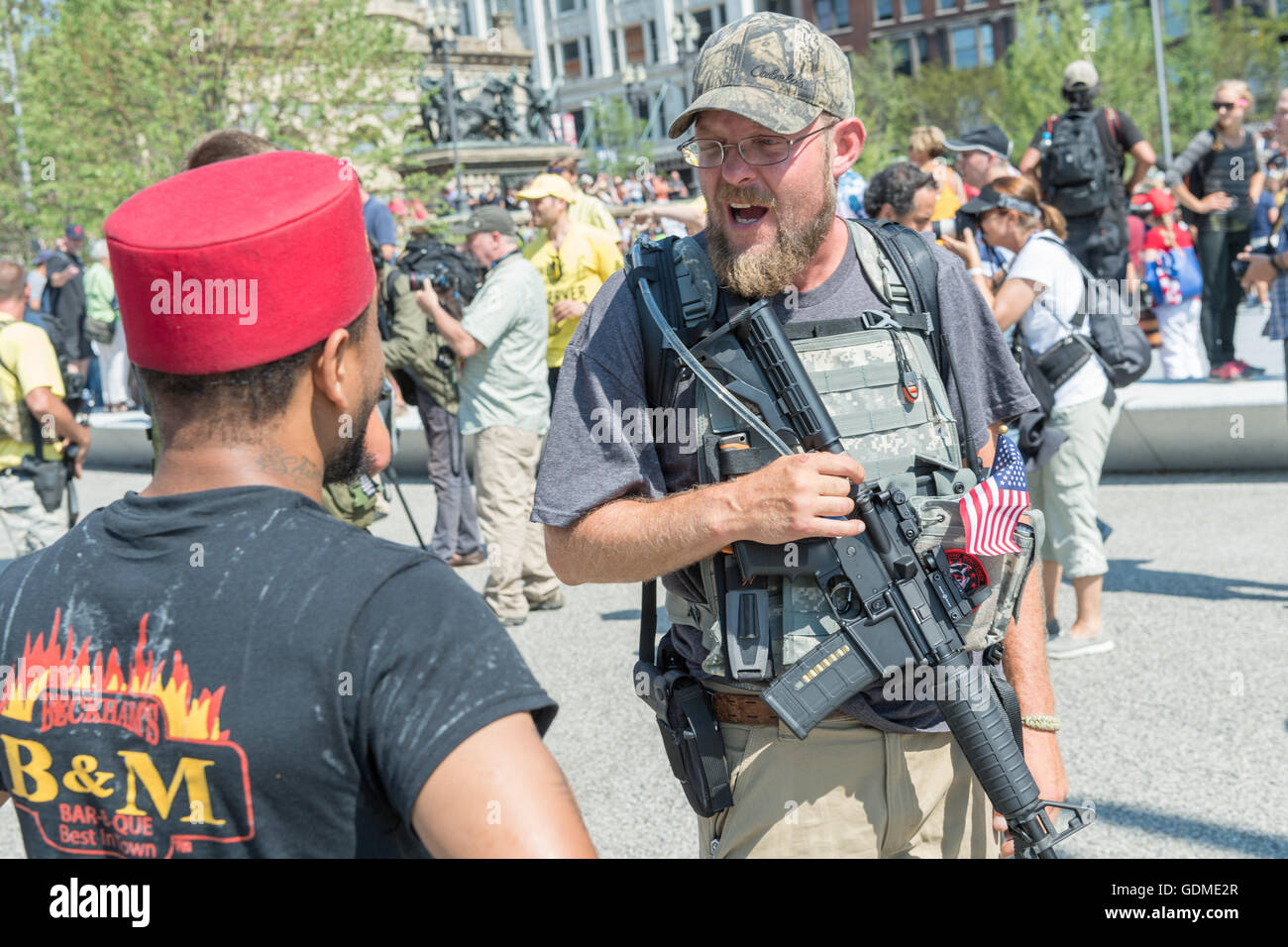 Cleveland, Ohio, USA. 19th July, 2016. Members of an Ohio militia group protest by openly carrying military style - Stock Image