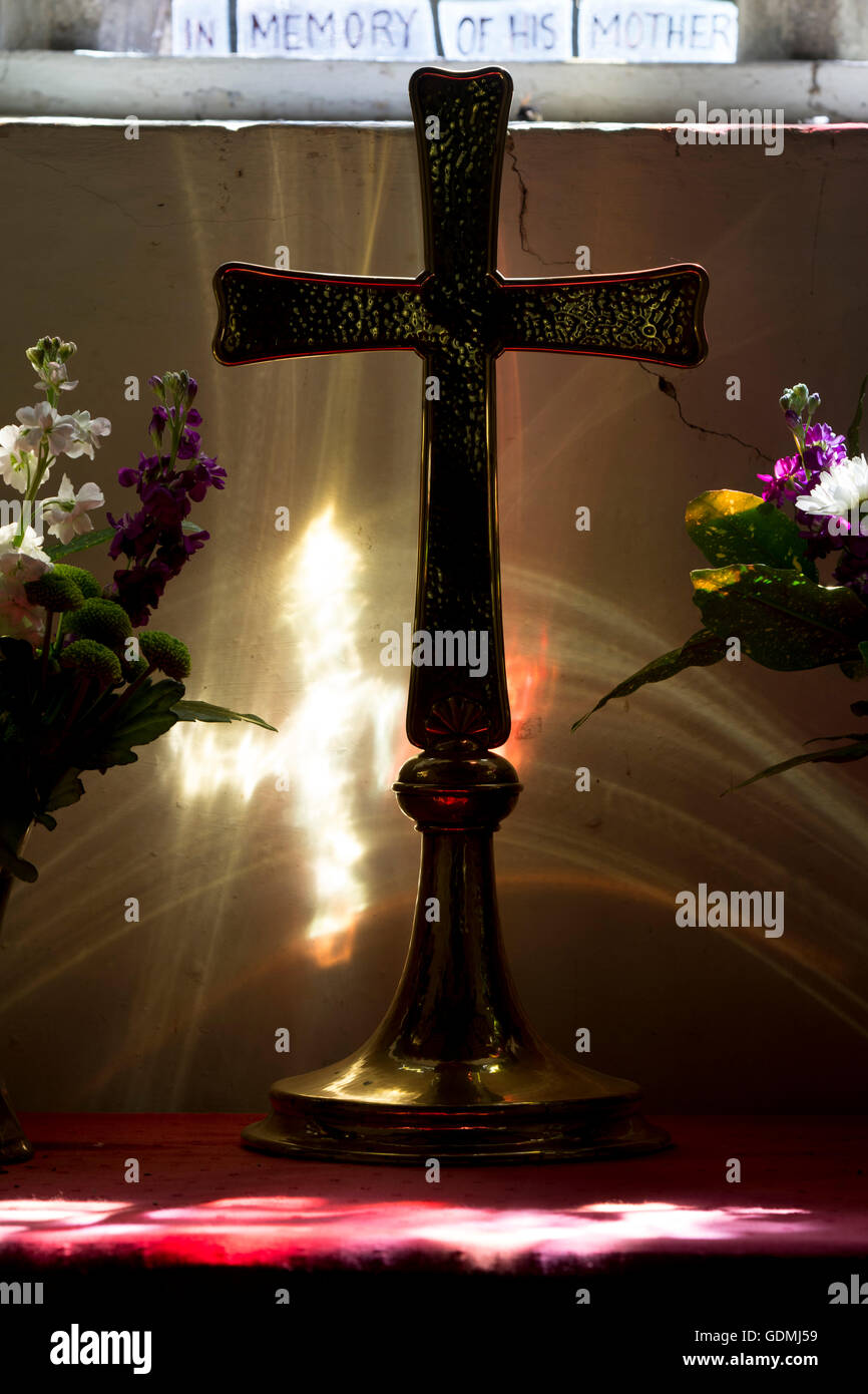 Brass altar cross in St. John the Baptist Church, Grimston, Leicestershire, England, UK - Stock Image