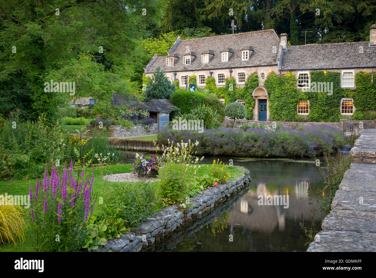 View of River Coln and Swan Hotel in the Cotswolds village of Bibury, Gloucestershire, England - Stock Image