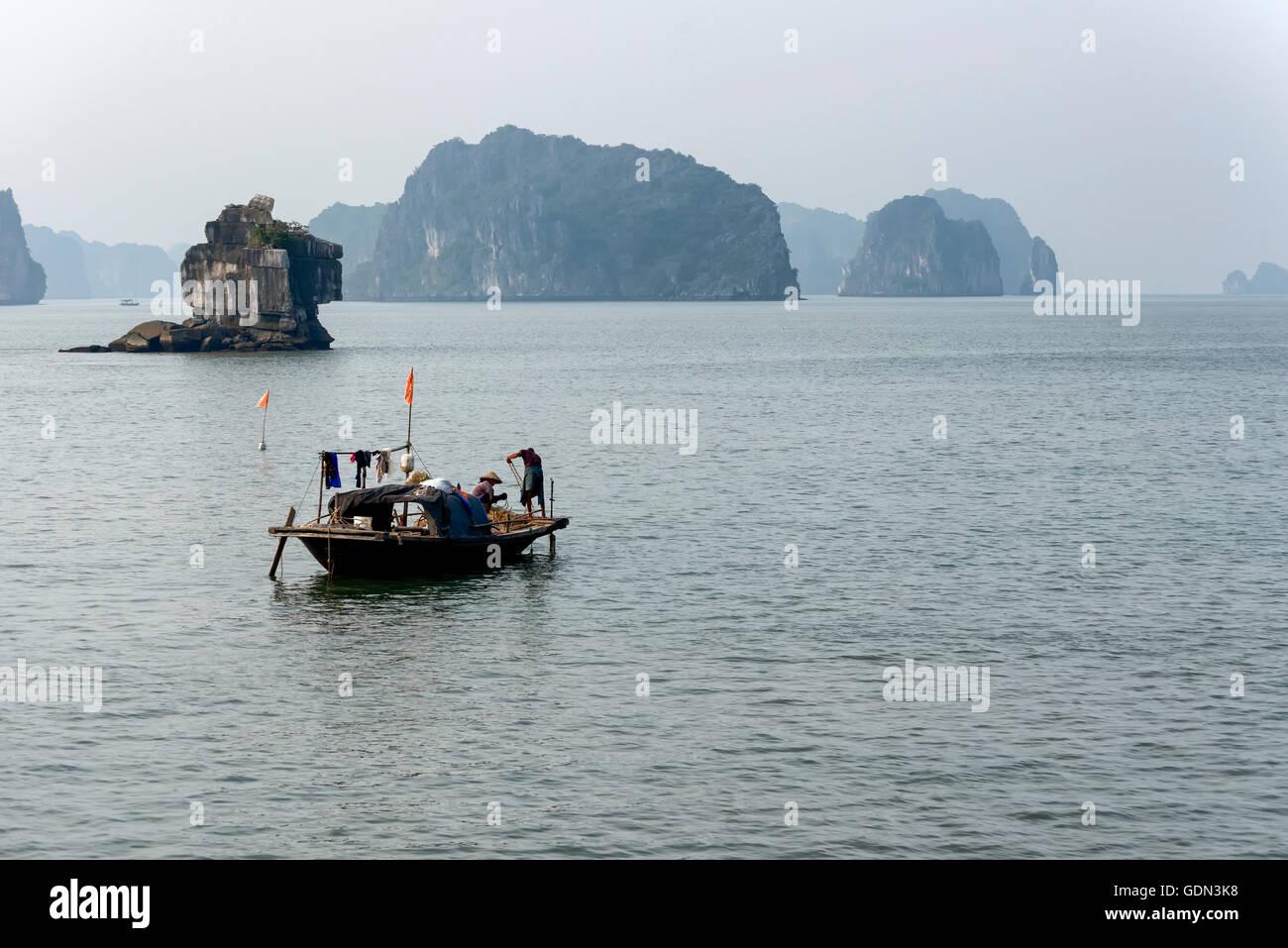Fishing boat in Halong Bay - Stock Image