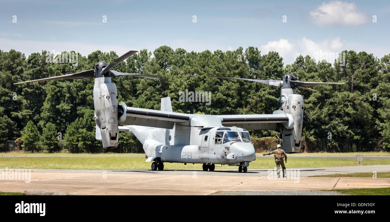 V-22 Osprey V/STOL aircraft at Horace Williams Airport taxiing on tarmac prior to take-off, Chapel Hill, NC USA - Stock Image