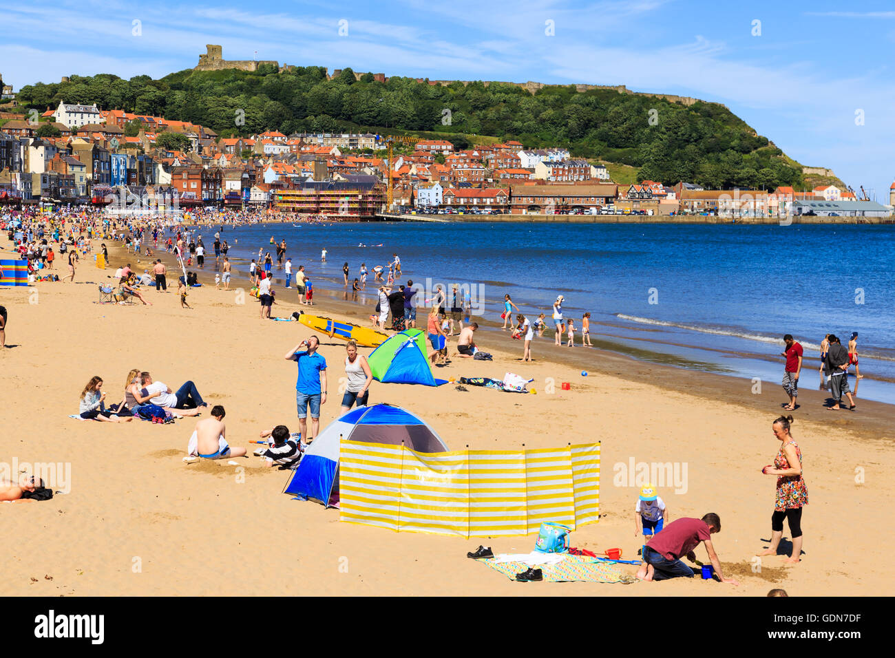 Lots of people enjoying Scarborough beach on a hot summer day. - Stock Image