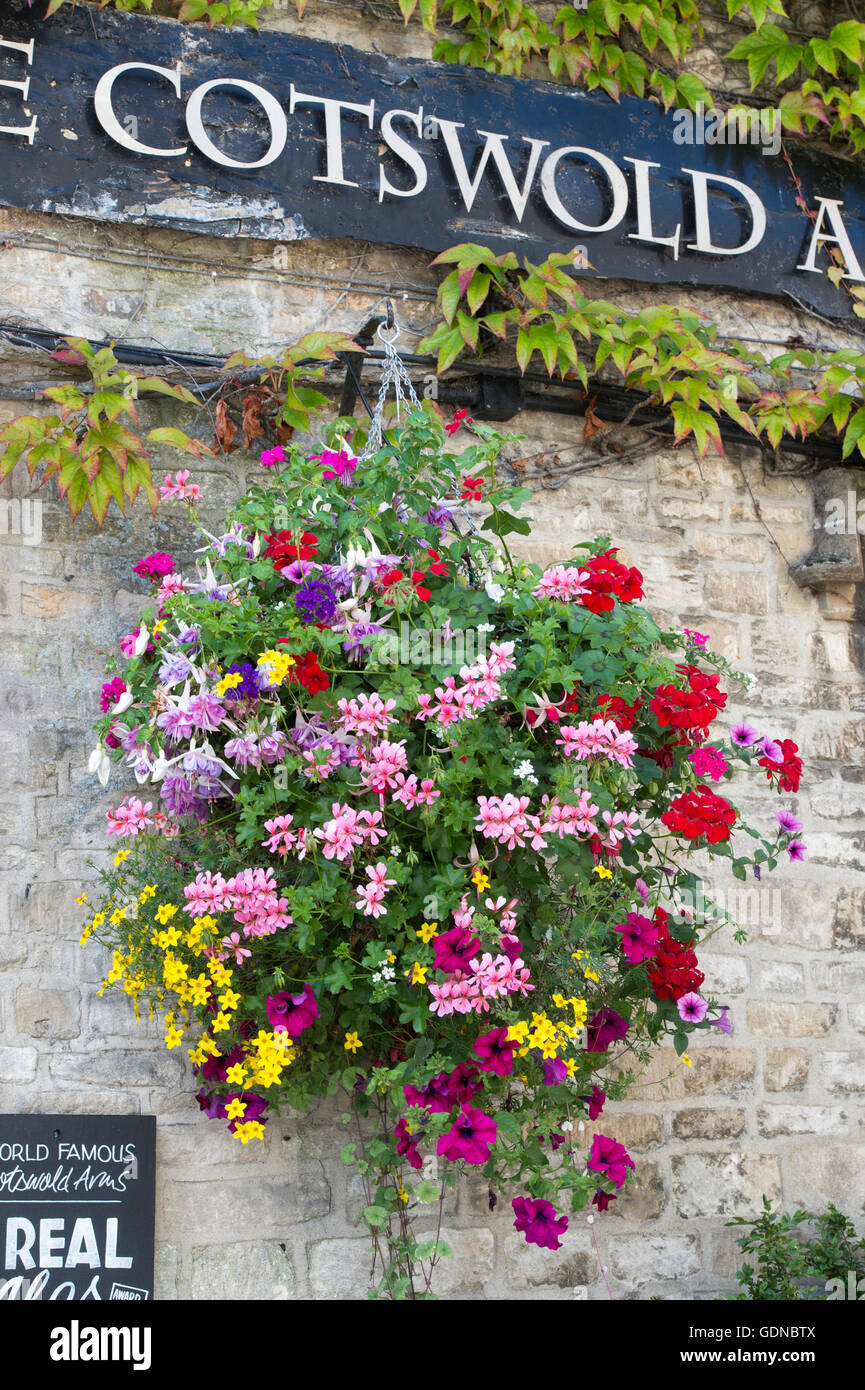 Hanging basket floral display outside The Cotswolds Arms pub, Burford, Oxfordshire, England - Stock Image
