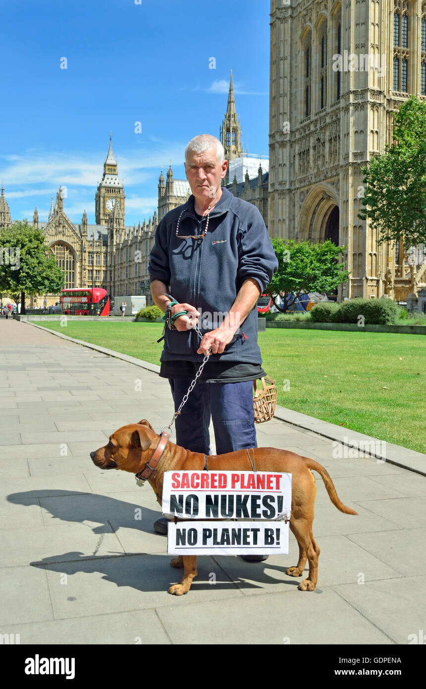 Stuart Holmes, veteran anti-nuclear campaigner with his dog, also called Stuart, outside parliament...re - Stock Image