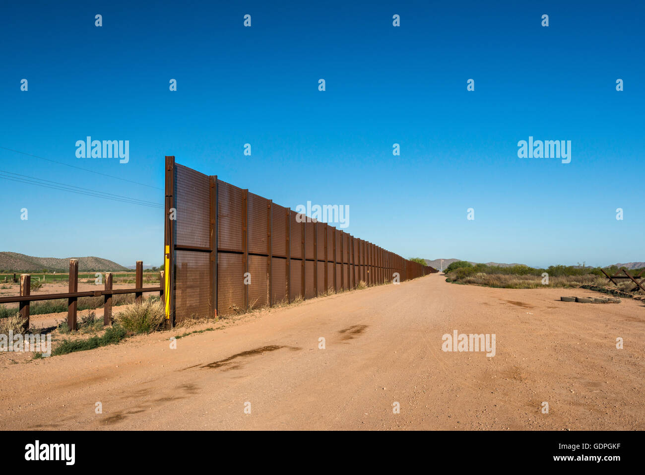 Fence at Mexican border, Sonoran Desert, Organ Pipe Cactus National Monument, Arizona, USA - Stock Image