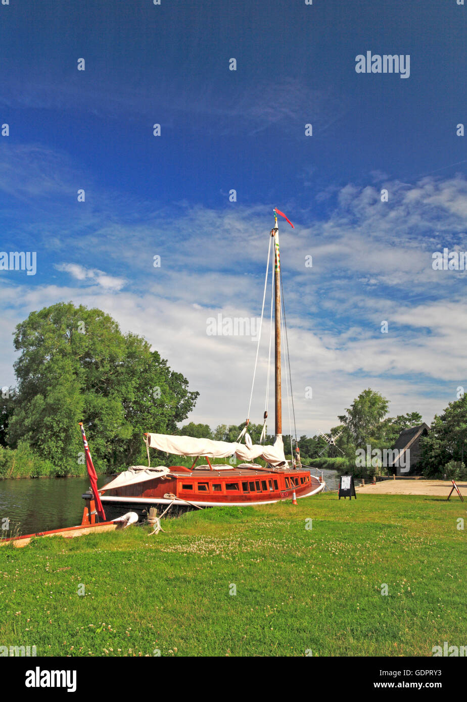 A view of the Norfolk Pleasure Wherry, Hathor, moored on the Norfolk Broads at How Hill, Ludham, Norfolk, England, Stock Photo