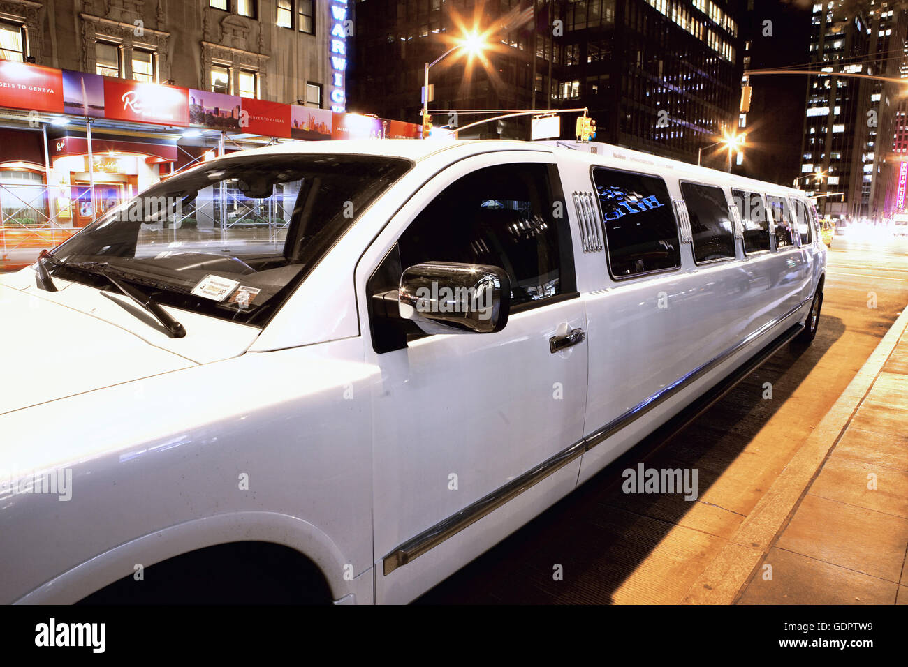 Limousine along 5th avenue in New York City - Stock Image