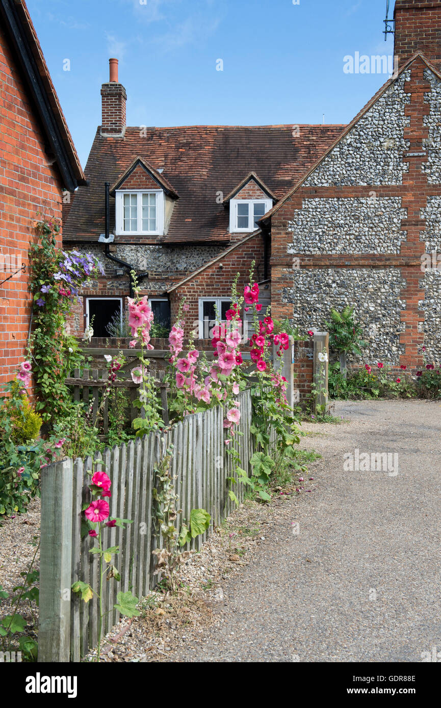 Cottages in Hambleden village in summer, Buckinghamshire, England - Stock Image