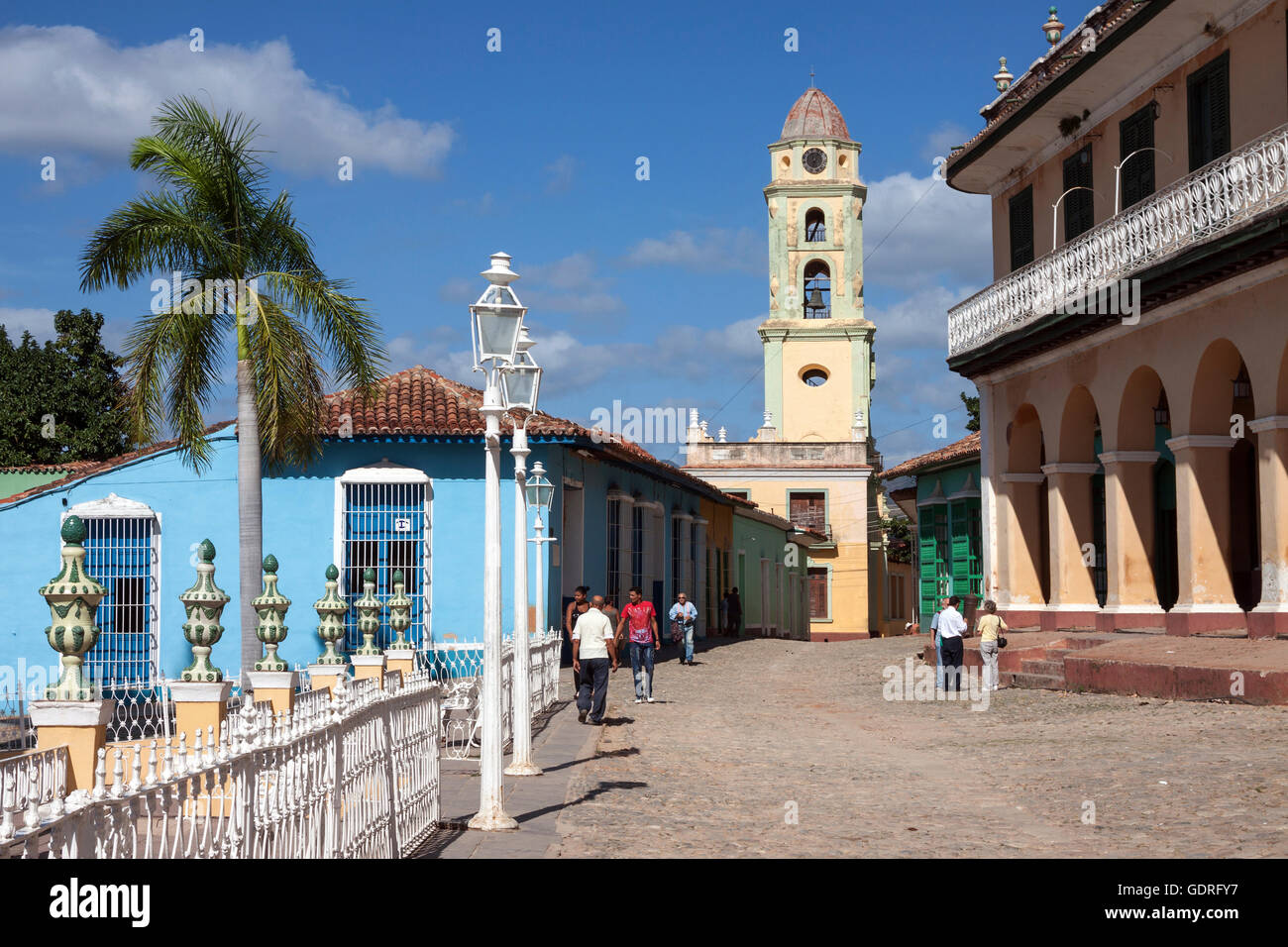 Street and colorful houses, to the right Museo Romantico at the Palacio Brunet, Iglesia Parroquial de la Santisima - Stock Image