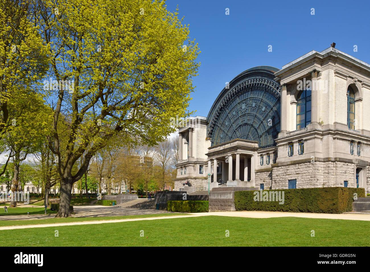 Military Museum, Musee Royal de l'Armee, Jubilee Park, Parc du Cinquantenaire, Brussels, Belgium - Stock Image