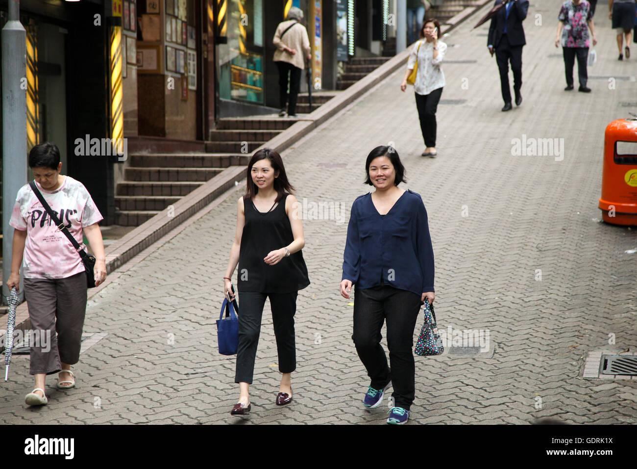 https://c8.alamy.com/comp/GDRK1X/women-walking-down-a-hong-kong-street-GDRK1X.jpg