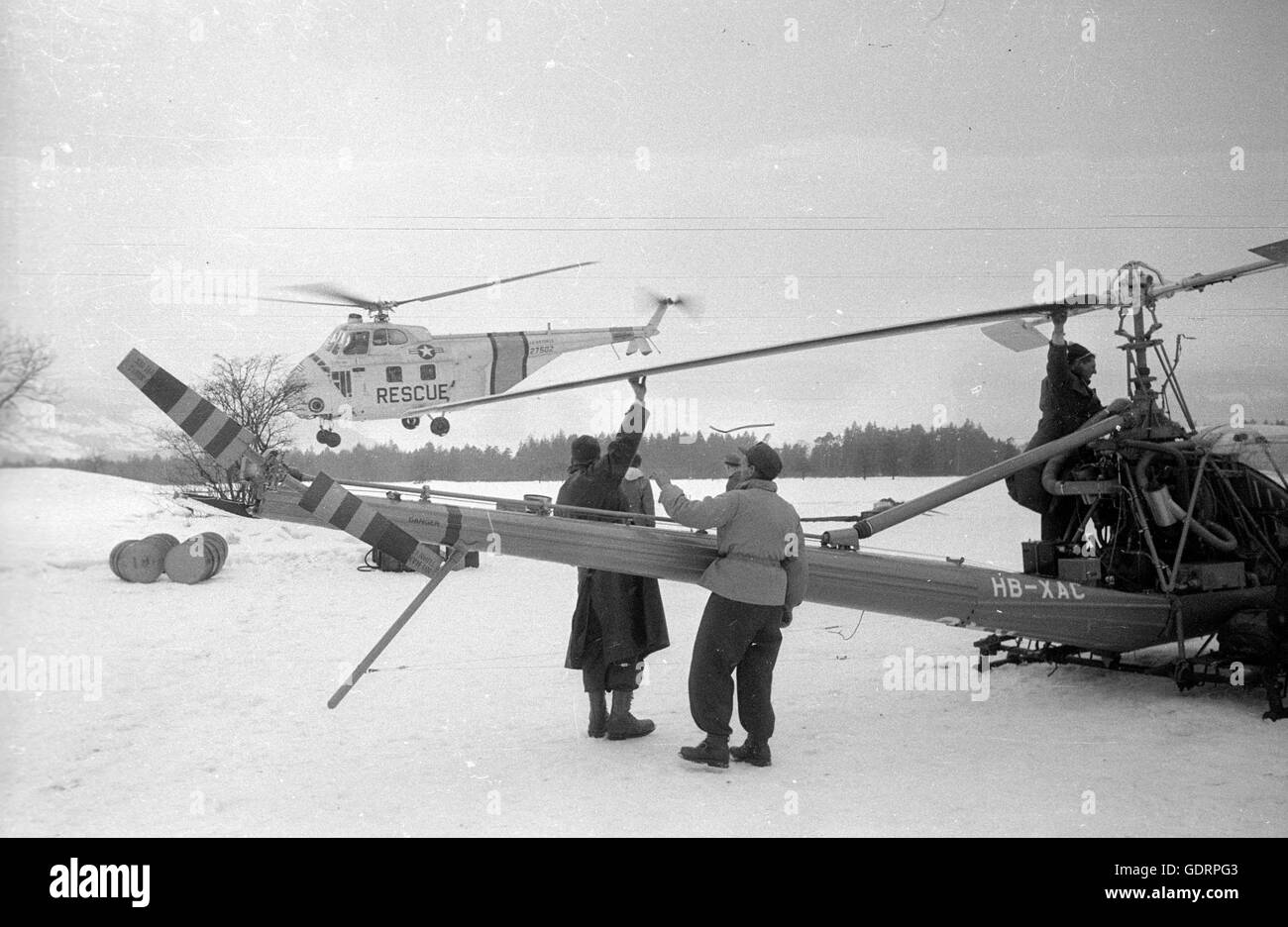 Rescue helicopter in action after the avalanche disaster in Vorarlberg, 1954 - Stock Image