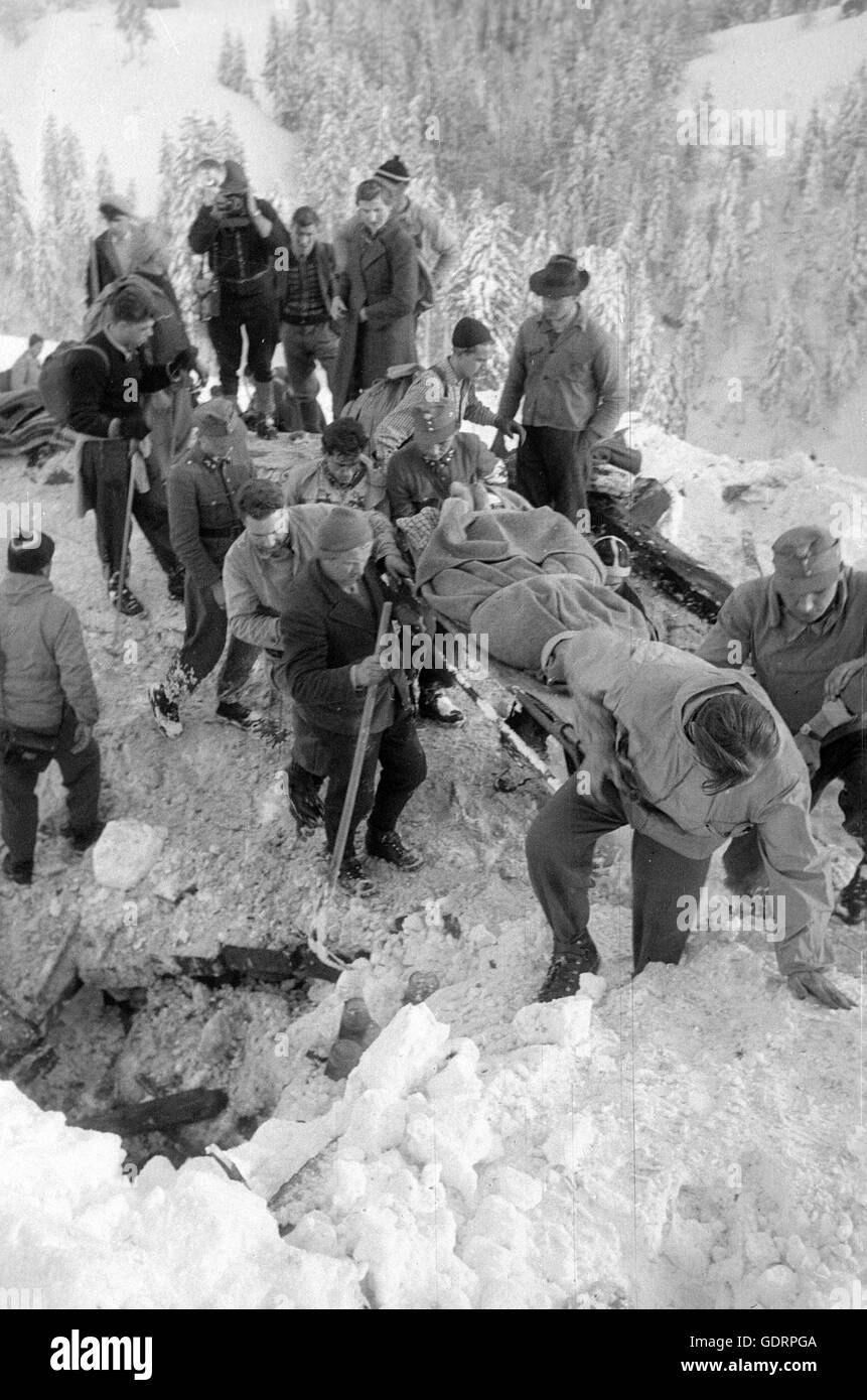 Rescue team saving an avalanche victim after the avalanches at Blons, 1954 - Stock Image