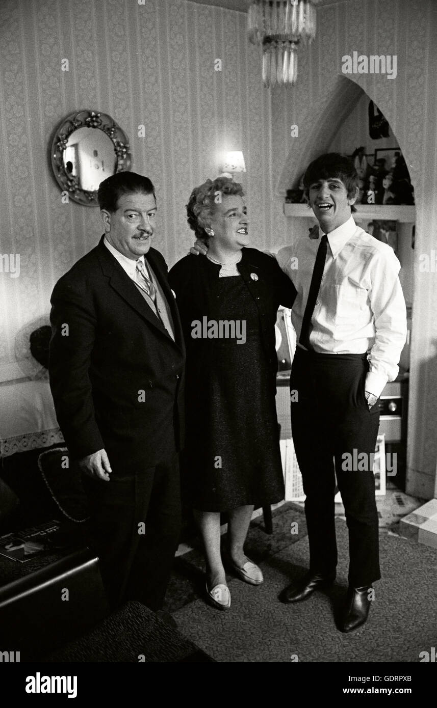 Ringo Starr with his mother Elsie Starkey and his stepfather Harry Graves in their new house in Gateacre Liverpool - Stock Image