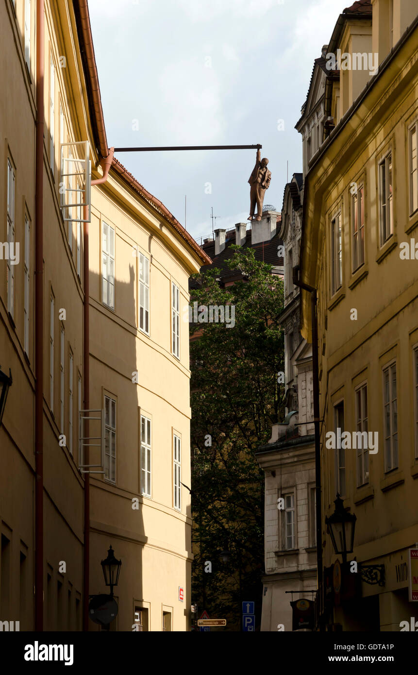 The Hanging statue of Sigmund Freud in the centre of Prague (Praha) in the Czech Republic - Stock Image