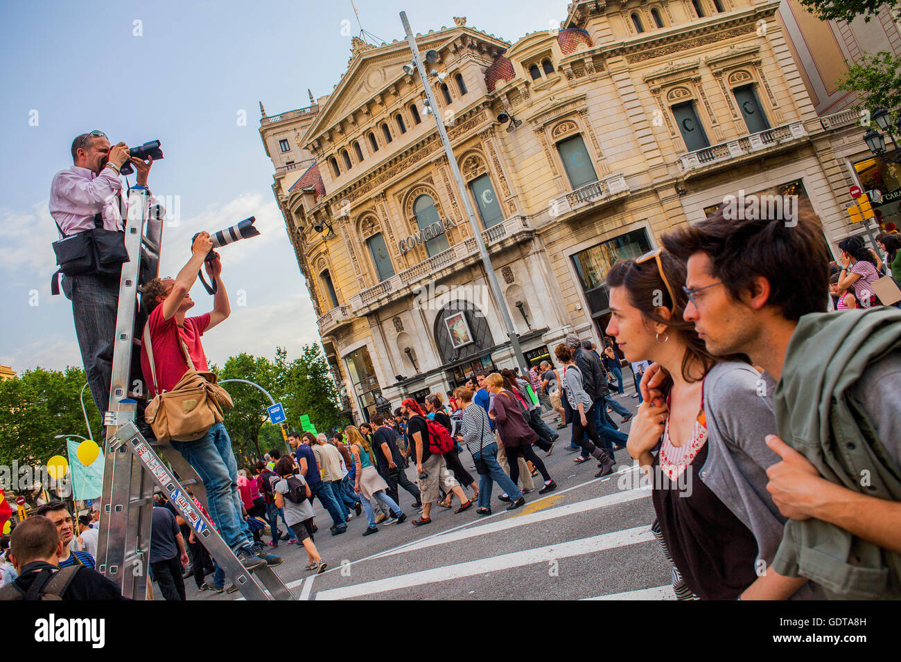 Photojournalists working, in protests against the depressing social situation.Spanish Revolution 2011 .15 M y 19 - Stock Image