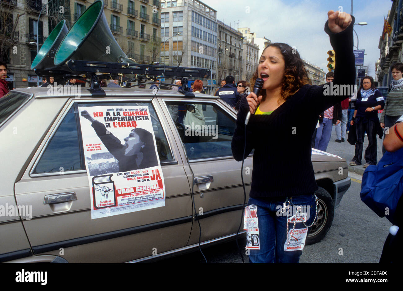 Barcelona: Demostration against the war in Irak. Barcelona, April 2003. In Pla de Palau - Stock Image